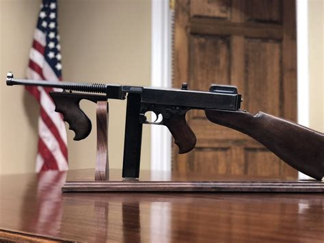 Tommy-Gun When Did Gangsters Get Their First Tommy Guns.