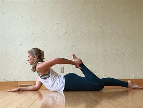 yoga hip flexor stretches videos