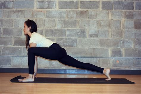 youtube yoga for hip flexor stretches and strengthening the ql
