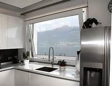 cucine con finestra sul lavello cucina moderna con finestra sul lavello damesmodebarendrecht