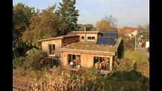 haus aus stroh planet wissen ges 252 nder wohnen bauen mit lehm stroh und