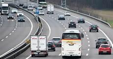Autobahn Rechts Vorbeifahren - neue regeln auf der strasse swiss camion