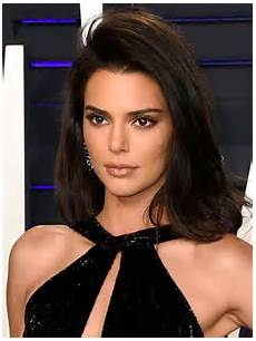 oscars 2019 kendall jenner flashes flesh at vanity fair