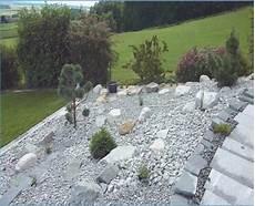 Gartengestaltung Am Hang Mit Steinen