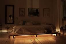 Palettenbett Mit Dezenter Beleuchtung Freshouse