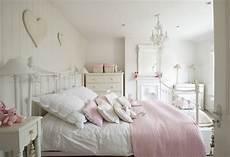 shabby chic zimmer shabby chic schlafzimmer wollen sie mehr romantik und gem 252 tlichkeit