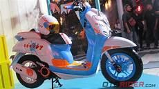 Modifikasi Honda Scoopy 2018 by Modifikasi Scoopy Baru Warna Hitam Berputar Roda