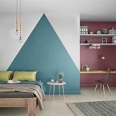 le mur reprend des couleurs dans la chambre leroy merlin