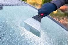 photo de cing car six tips for de icing your car and how to make sure you don t the doing it