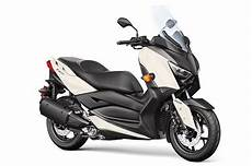 2018 Yamaha Xmax Scooter Look Review