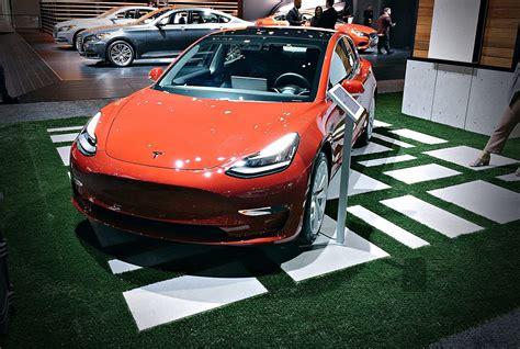 Tesla Is Bringing Model 3 To The Paris Motor Show Ahead Of