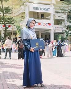 Jilbab Menutup Dada Untuk Wisuda Voal Motif