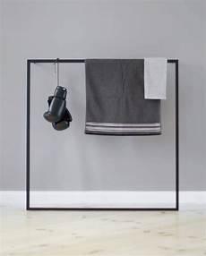hochwertige garderobe leano in schwarz aus metall