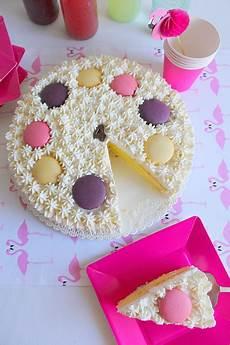 torta con crema pasticcera e panna montata la tavola allegra torta al limone con crema pasticcera ricoperta di panna montata e macarons
