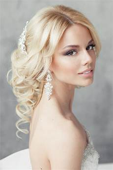 45 Updo Hairstyles Hairstylo