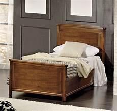 letti singoli in legno letto singolo dallo stile classico con struttura in legno