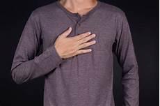 rippenfellentzündung schmerzen beim liegen rippenfellentz 252 ndung pleuritis symptome ursachen