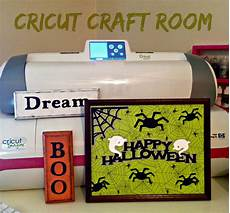 my cricut closet new halloween sign with this weeks free