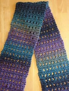 Strickmuster Schal Lochmuster - fiber flux free knitting pattern tweedy eyelet scarf