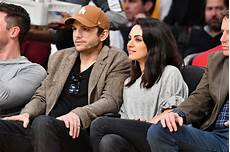Gamis Kumis ashton kutcher and mila kunis at lakers january 2019
