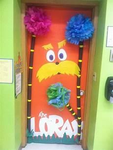 53 classroom door decoration projects for teachers dr seuss school door decorations