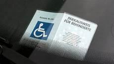 parkausweis für behinderte unbefristet streit um ausweis f 252 r behindertenparkpl 228 tze in der orf