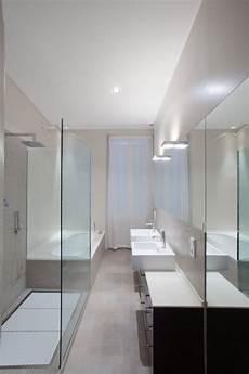 Schmales Badezimmer Minimalistisches Design Dusche