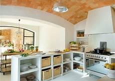 scaffali cucina arco soffitto in legno cucina rustica in muratura angolare