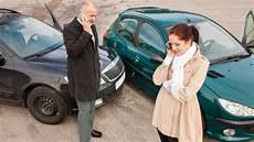 Autounfall Was Tun Wenn Es Gekracht Hat Ratgeber