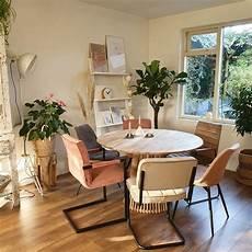 Desain Interior Ruang Makan Dengan Furniture Berbagai