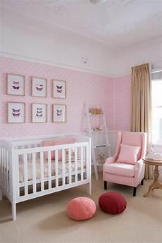 babyzimmer tapete mädchen babyzimmer in zartrosa und wei 223 tapete mit punktenmuster