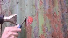 lack entfernen metall farbe oder lack wellblech entfernen mit spachtel und