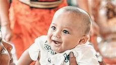 ab wann lächeln babys ab wann lachen babys das erste mal zeitpunkt und