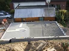 Garage Mauern Fundament by Pin Das Pflastern Der Hofeinfahrt Beginnt On