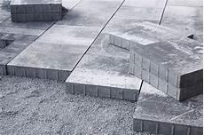 terrassenplatten direkt auf erde verlegen terrassenplatten verlegen beton splitt erde m 246 rtel