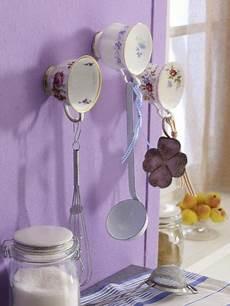 deko an der wand alte porzellantassen an der wand regale selbst bauen porzellan tasse diy geschirr und
