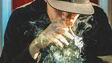 Gambar Orang Merokok Paling Keren Gambar Hd Pilihan