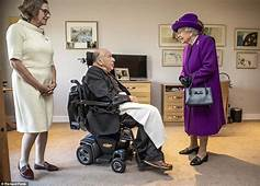 Queen Visits Veterans Charity Ahead Of Remembrance Day