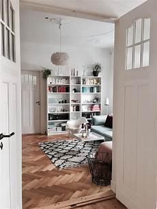 monday view wohnzimmer altbauwohnung parkett
