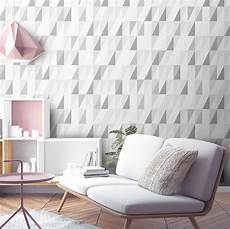 Tapeten Beispiele Schlafzimmer - triangle geometric wallpaper by surface house