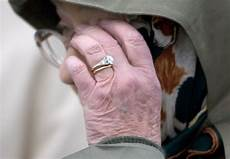 do royals wear their wedding rings after they get married