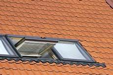 dachfenstereinbau kosten 252 bersicht f 252 r kleine gro 223 e