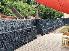 Eine Gabionen Hangbefestigung Als Terrassenmauer