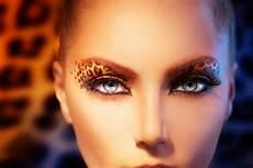 leoparden augen schminken fashion with leopard makeup stock image image of