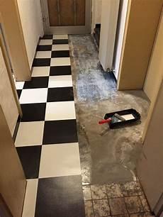 Fußboden Fliesen Verlegen - selbstklebende vinyl fliesen auf fu 223 boden verlegen