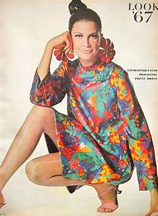Flower Power Mode - the look vogue january 1967 sixties fashion flower power