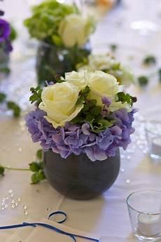 tischdeko mit hortensien sch 246 ne tischdeko mit und hortensien in kleinen vasen