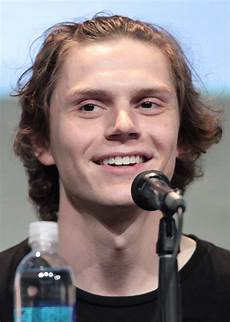 evan peters evan peters