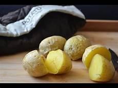 kartoffel in der mikrowelle gekochte kartoffeln in der mikrowelle zubereiten kurz