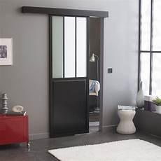 Une Porte Coulissante En Applique Atelier Noir En